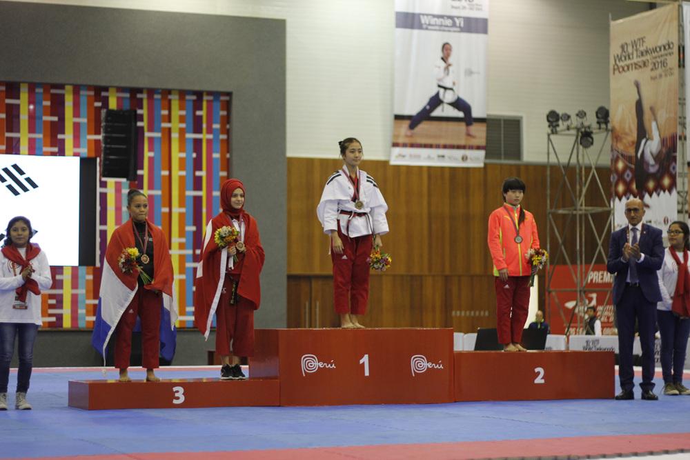 1st_Day_of_10th_World_Taekwondo_Poomsae _Championships_2016_Award_Ceremony_F_cadet