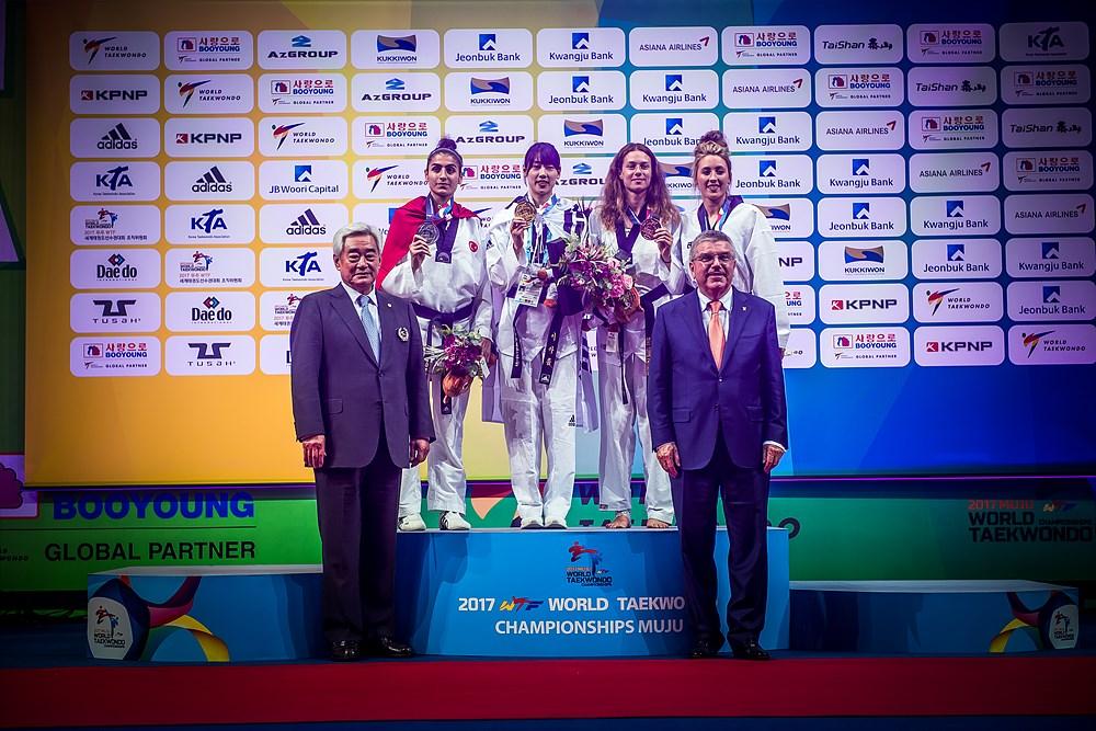 Award Ceremony for W-57kg