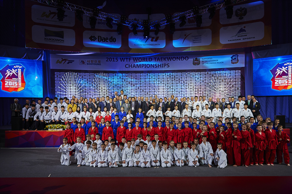 Demonstration Team from WTF and ITF poses after the opening ceremony for the 2015 World Taekwondo Champioinships, Chelyabinsk