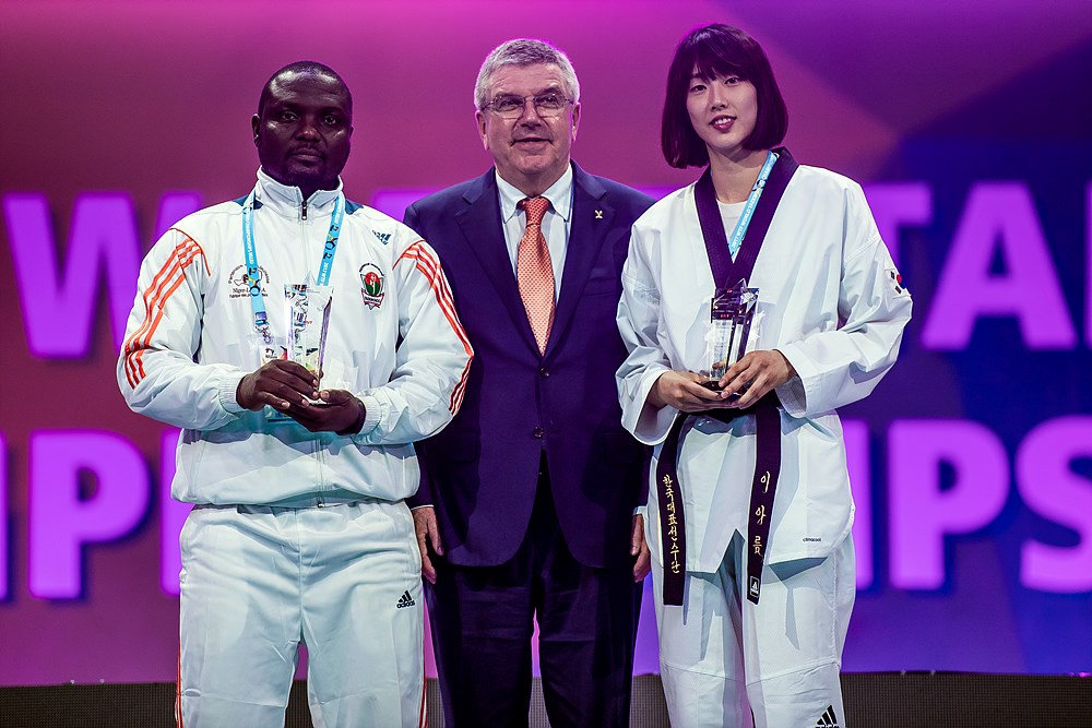 MVP Awardee Abdoul Issoufou (Substitute) and Ah-reum Lee with IOC President Thomas Bach