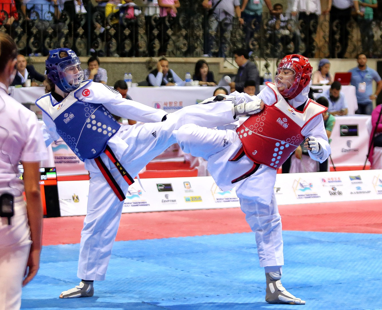 Huriye Nur Ergin (TUR) vs. Yalda Ranjbar (IRI) during the final match of F-59 (2) - copy