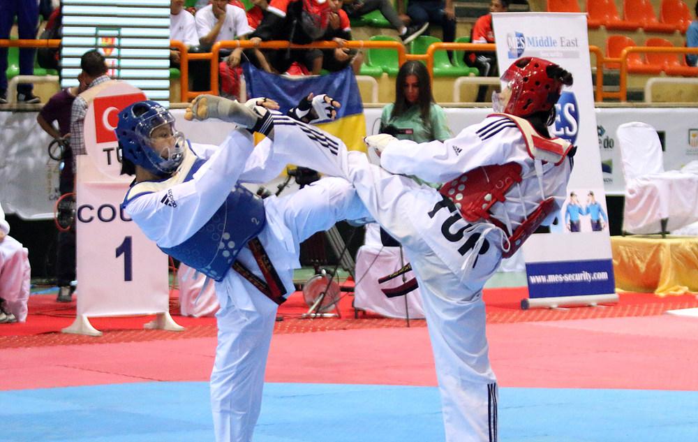 Ratatip Namsri vs. Eyleen Gongora in the final match of F-33kg