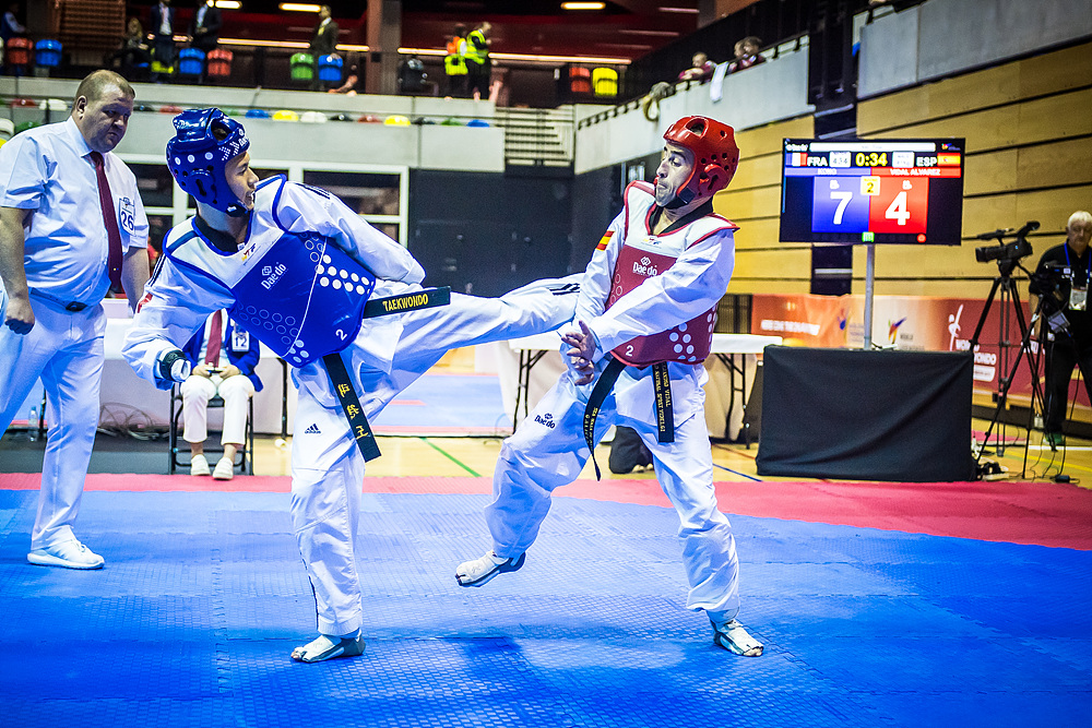 Alejandro Vidal Alvarex (ESP) vs. Bopha Kong (FRA) in the final match of K43 M-61kg (3)
