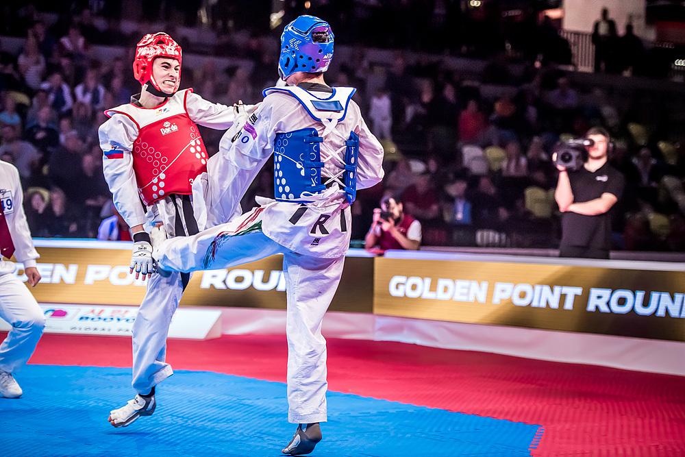 Armin Hadipour Seighalani (IRI) vs. Mikhail Artamonov (RUS) in the final match of M-58kg  (2)