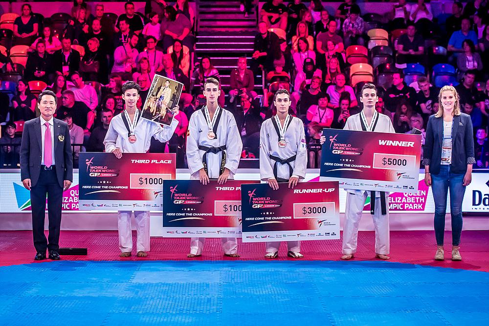 Award ceremony for M-58kg