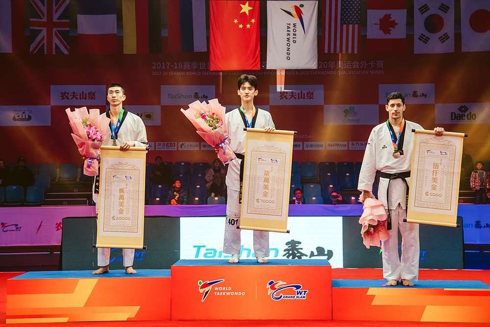 Award ceremony for M-68kg