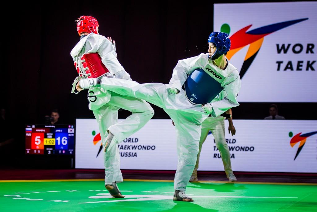 남자 -58kg급 우승을 차지한 장준(오른쪽)의 결승전 경기 장면.