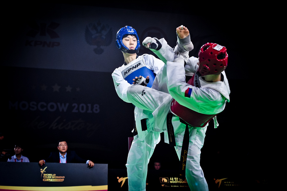 Jun JANG (KOR) is attaking to opponent at the semi-final match