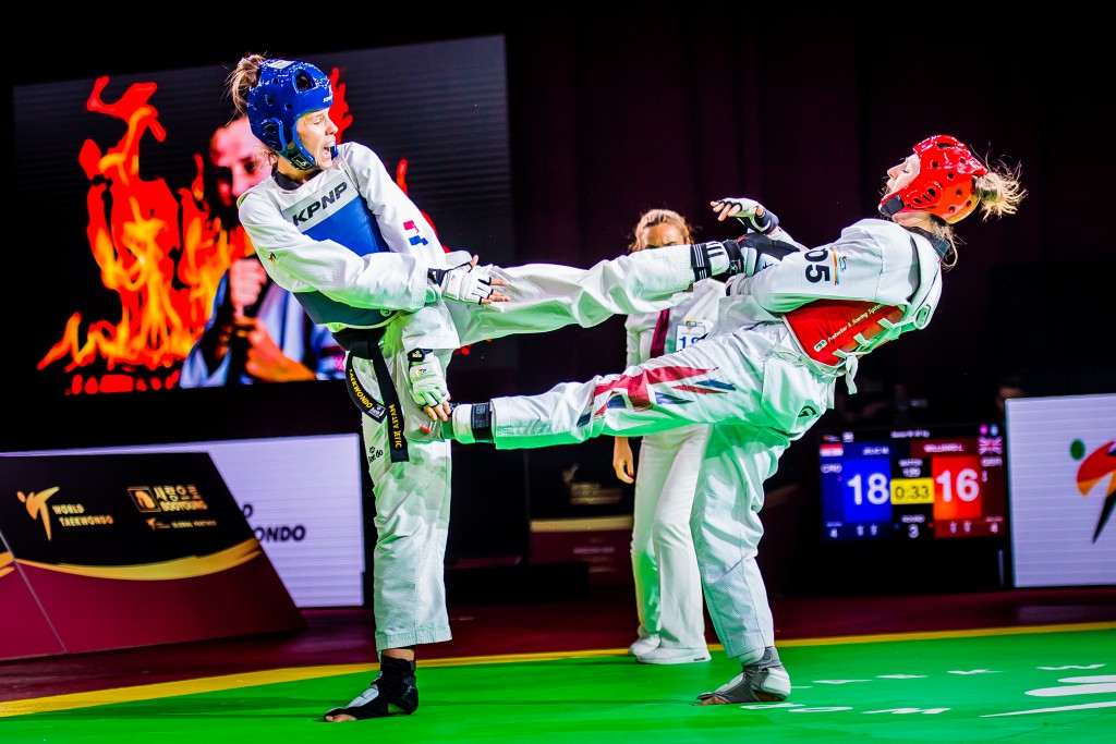 Matea Jelic (CRO) is attacking Lauren Williams (GBR) at the final match