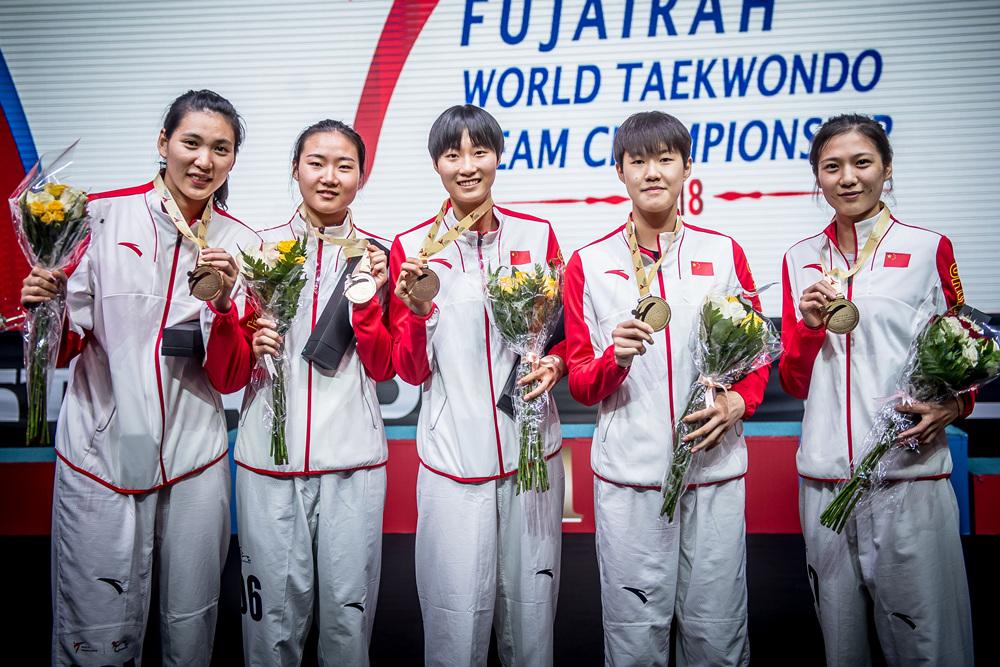 여자 단체전 우승을 차지한 중국대표팀의 시상식 사진