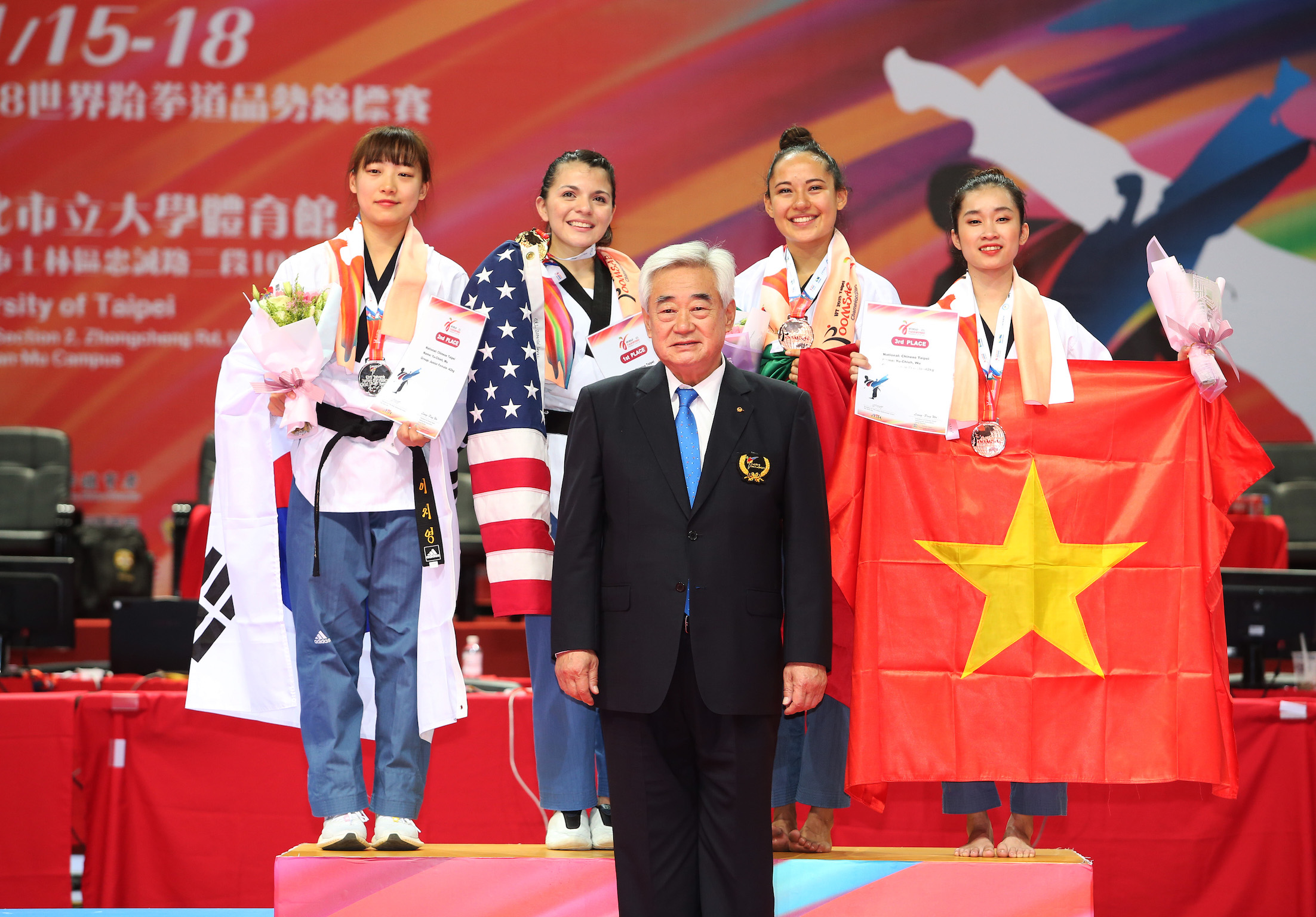 Awarding ceremony of Freestyle Individual Female Over 17 with WT President Chungwon Choue at Day 1
