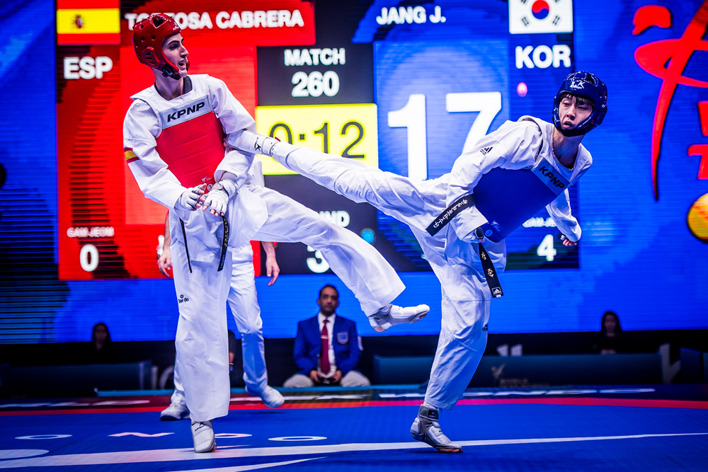 Jun JANG (KOR) is attacking opponent at the final of -58kg