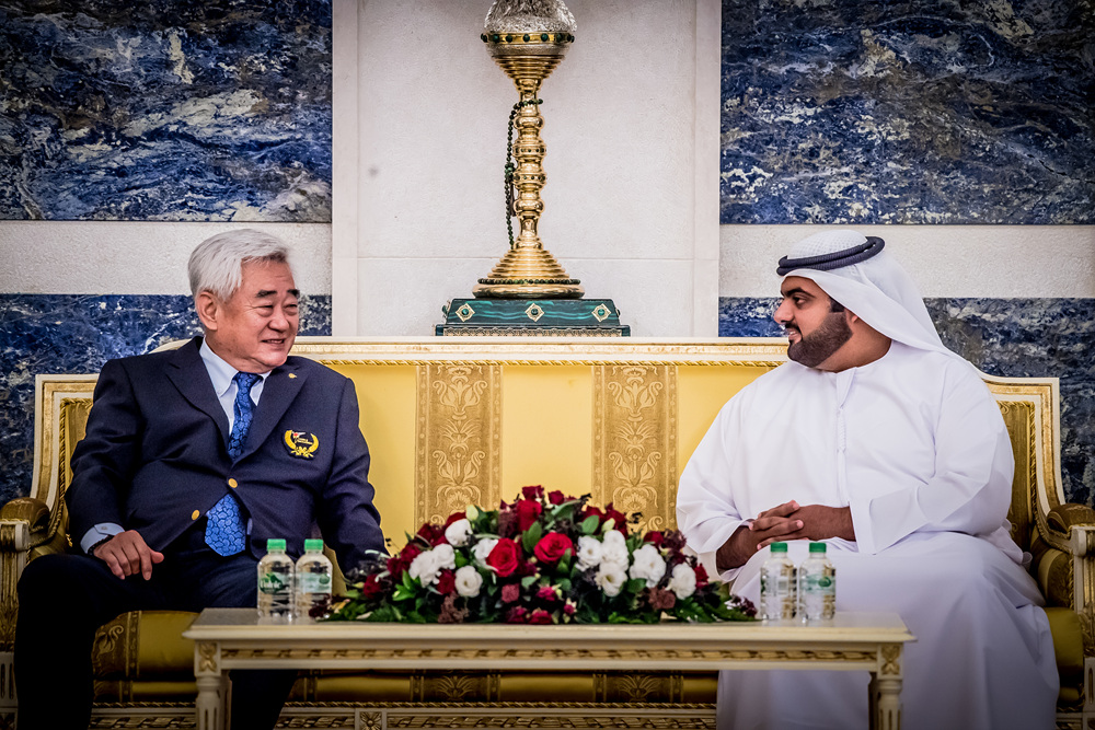 President Chungwon Choue (left) and Fujairah Crown Prince are having a discussion