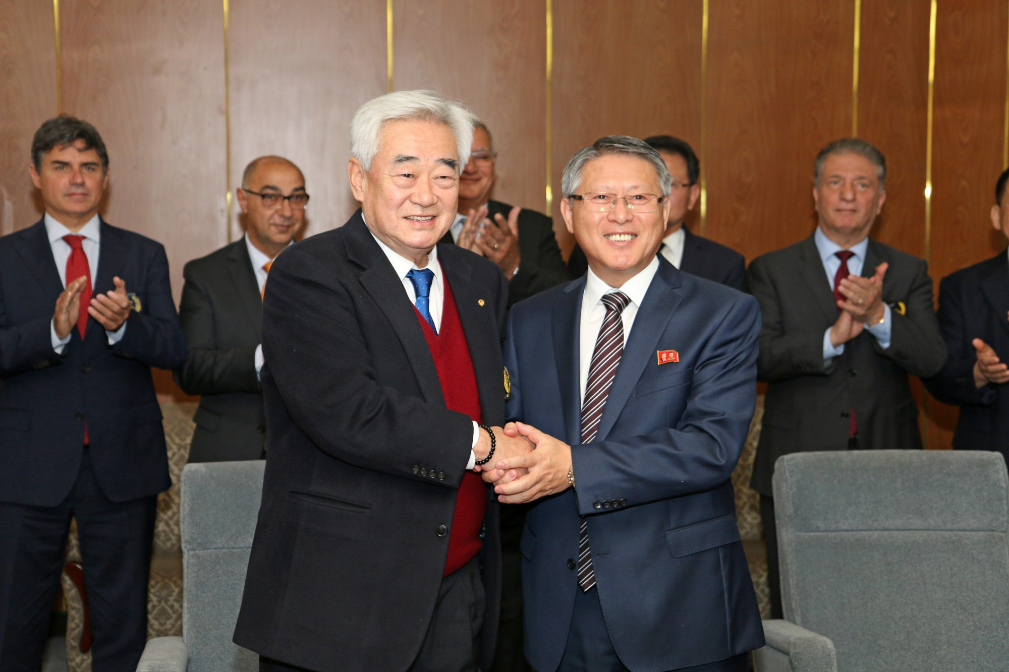 WT President Chungwon Choue (left) and ITF President Ri Yong Son (right) shake hands at Pyongyang Yanggakdo Internationl Hotel on Nov. 2 2018