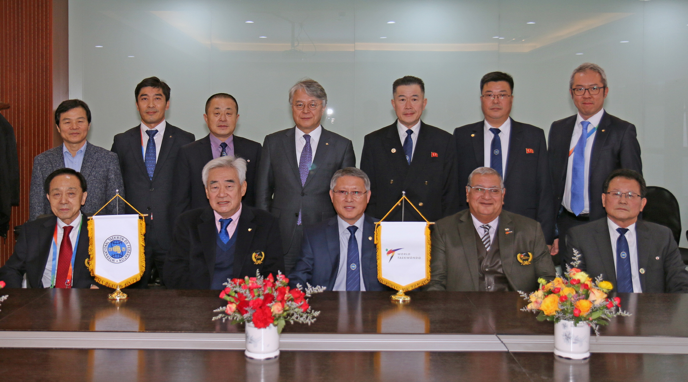 WT President Chungwon Choue (first row 2nd to left) and ITF President Yong Son Ri (first row 3rd to left) posing after WT-ITF meeting at Wuxi,China
