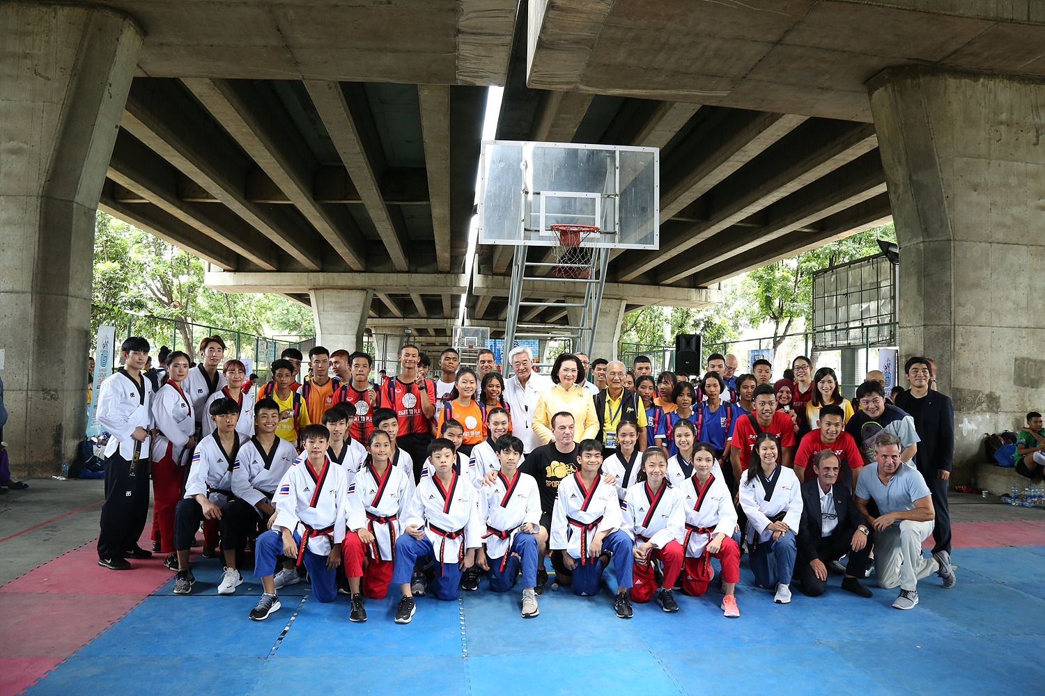 20190728-President poses with WT demo team and refugee athletes participating in BUYT