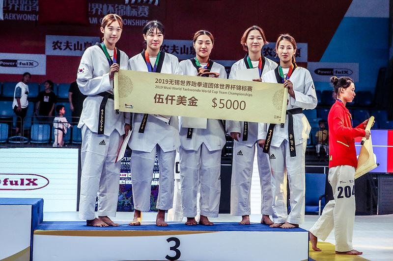 여자 단체전 동메달을 획득한 한국팀