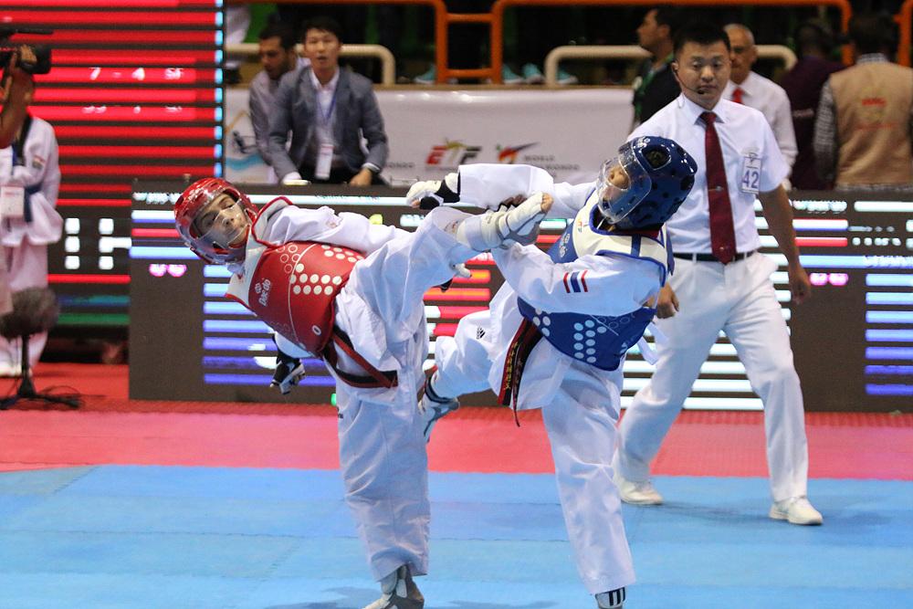 Ranjbar Masoumeh (IRI, left) is attacking opponent at the Sharm El Sheikh 2017 WT Cadet Champs.