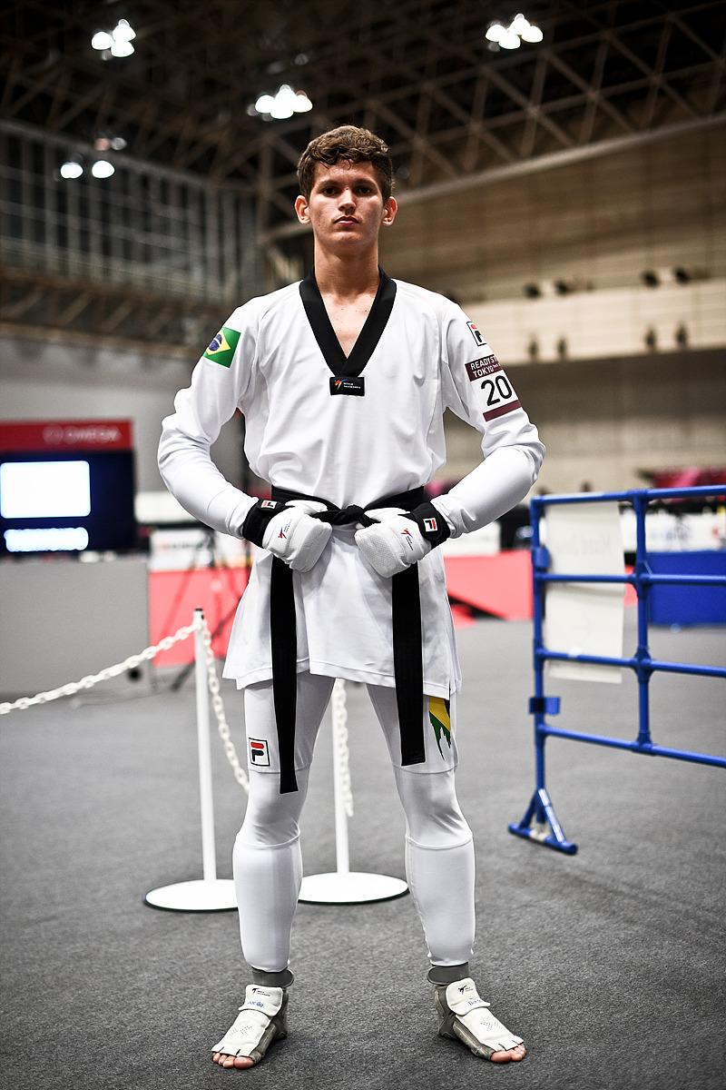 새경기복을 입고있는 브라질의 파울루 멜루선수
